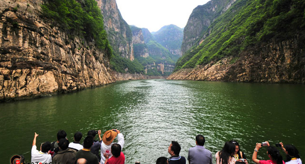 the-long-yangtze-river-and-breathtaking-three-gorges